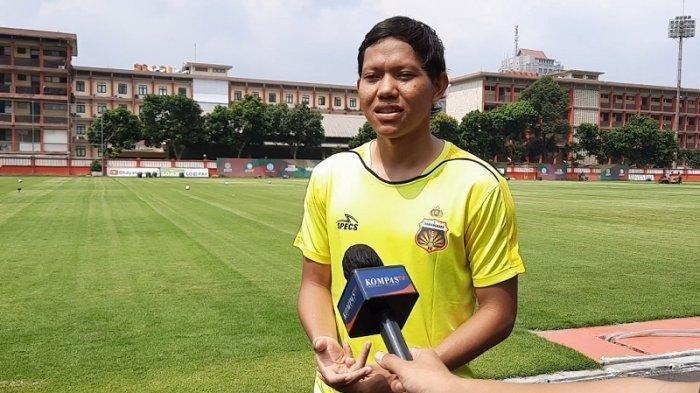 Pemain Bhayangkara FC Adam Alis saat ditemui setelah menjalani latihan di Stadion PTIK, Jakarta, Senin (8/6/2020).