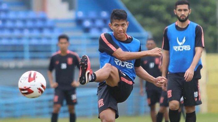 Bek Borneo FC, Andika Kurniawan tidak pulang kampung memanfaatkan libur klubnya