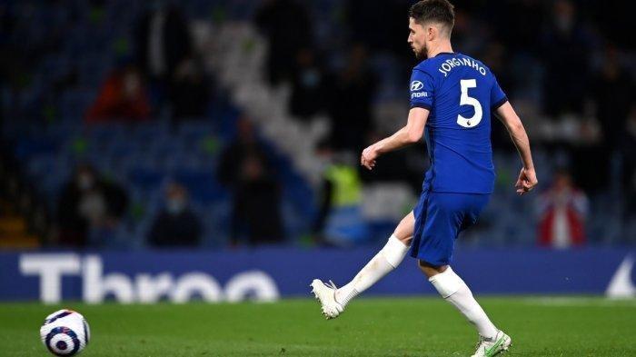 Tendangan penalti Jorginho yang membuat Chelsea sempat unggul 2-0 di babak kedua.Hasil akhir 2-1 untuk Chelsea, Blues geser Leicester dan hampir amankan tiket Liga Champions
