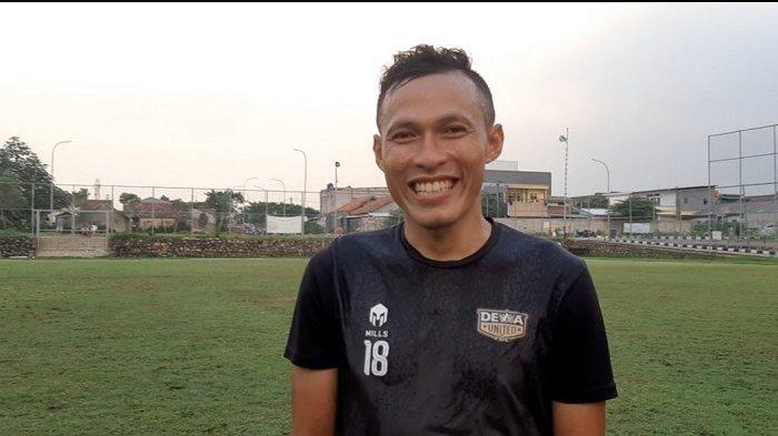 Bek sayap Dewa United FC, Jajang Sukmara.