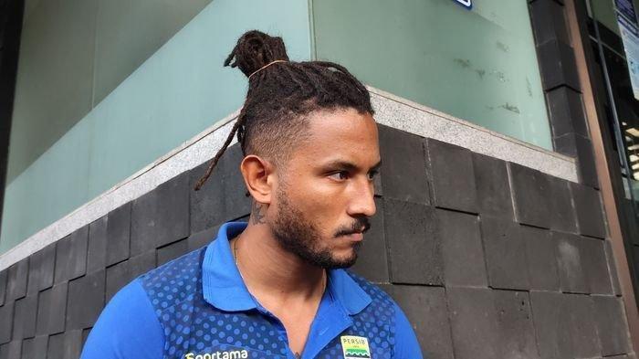 Penyerang Persib Bandung Wander Luiz dengan gaya rambut barunya.