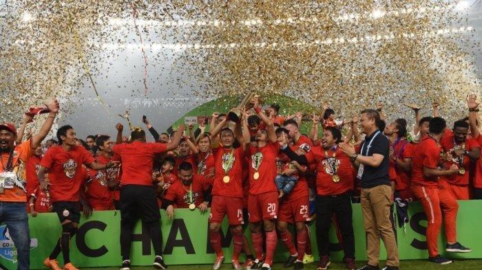 Pemain Persija Jakarta merayakan kesuksesan juara Liga 1 2018.