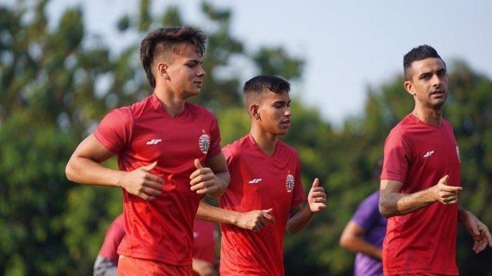 Dua pemain asing asal Brasil Thiago Apolina Pereira dan Maike Henrique Irine De Lima hadir dalam latihan perdana Persija Jakarta di Lapangan PSAU, Halim Perdanakusuma, Jakarta Timur, Rabu (19/8/2020).