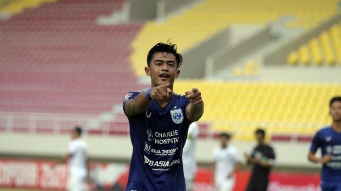 Penampilan pemain muda PSIS Semarang, Pratama Arhan Alief di ajang turnamen pramusim Liga 1, Piala Menpora 2021, belum lama ini.