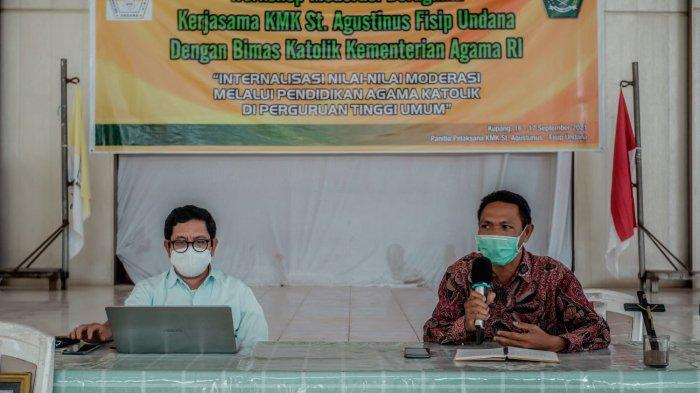 Pemateri saat kegiatan workshop moderasi beragama di Aula Paroki Asumpta Kupang, Kamis 16 September 2021.