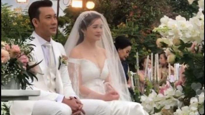Akhirnya MenikahDenny Sumargo dan Olivia Menikah, Pemberkatan di Berlatar-Belakang Pegunungan