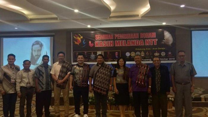 Pendeta Robenson Nainggolan Apresiasi Peserta KKR dan Seminar Kasih Melanda NTT Ilahi di Kupang