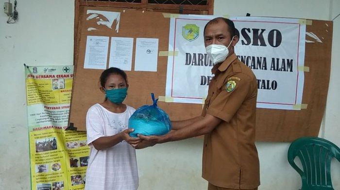 Pemdes Gorontalo Mabar Salurkan Paket Sembako Bagi Warga Terdampak Bencana Alam