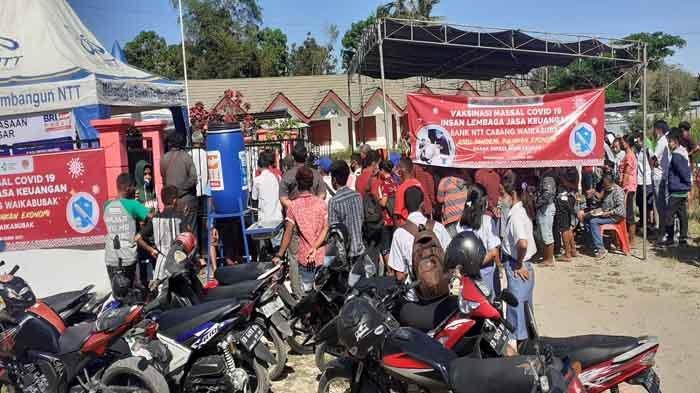 Pemkab Sumba Barat Gandeng Bank NTT Vaksin Pedagang Pasar Weekarou