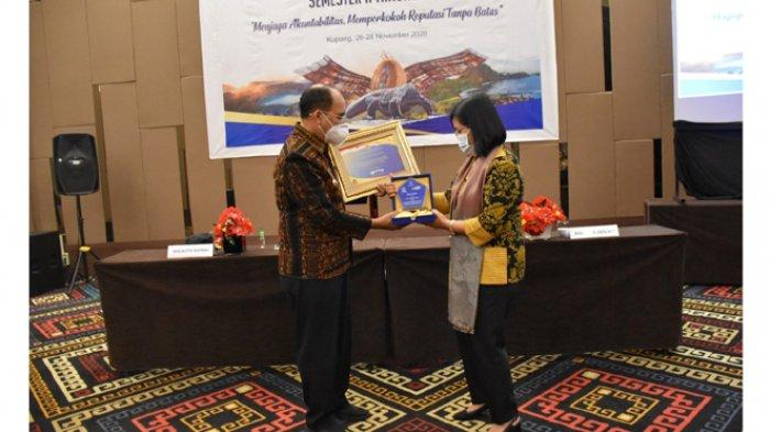 Pemkot Kupang Raih Penghargaan dari Menteri Keuangan RI