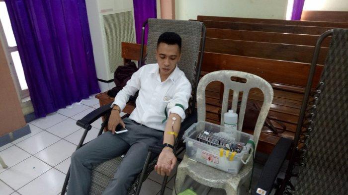 Rayakan Valentine, Pemuda Sinode GMIT Berbagi Kasih Lewat Donor Darah