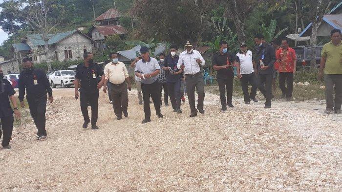 Bupati & Wabup Sumba Barat Bersama PengusahaPerbaiki Ruas Jalan Raya Kota Waikabubak-Waibangga