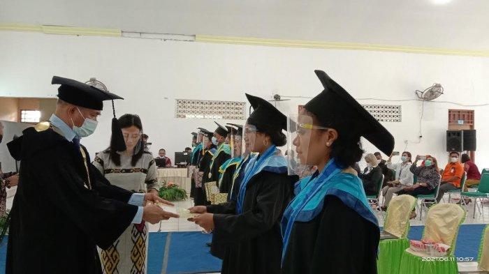 Kadis Pendidikan NTT : Lulusan Universitas Timor Harus Rebut Simpati dan Permintaan Negara Tetangga