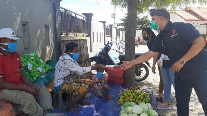 Umat Hindu NTT Peduli Covid-19, Bagikan Ribuan Masker di Lima Pasar Kota Kupang