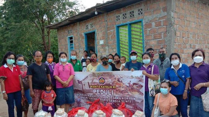 Penyerahan Bantuan oleh WKRI kepada korban bencana