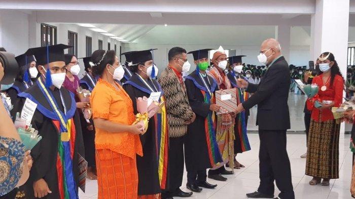 194 Sarjana Universitas Citra Bangsa Kupang Diwisuda, Rektor : Bisa Jadi Perutusan