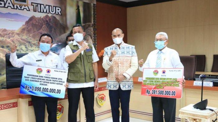 BNPB Serahkan Bantuan Dana Tunggu Hunian Tahap I