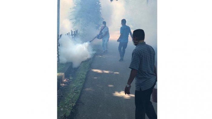 Perihatin Kasus DBD Meningkat, RSU Imanuel Waingapu Lakukan Fogging