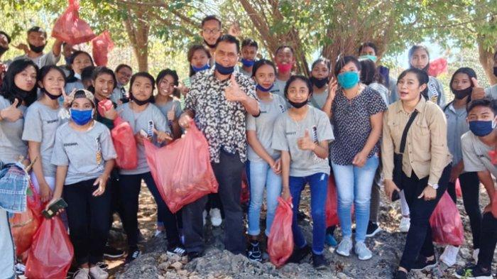 Peringati HUT RI Ke-75 SMAN 8 Kupang Berkunjung Ke Panti Asuhan Dan Membersihkan Taman Kota