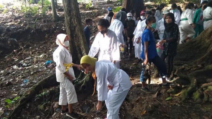 Atlet Kempo Manggarai Barat Pungut Sampah di Labuan Bajo