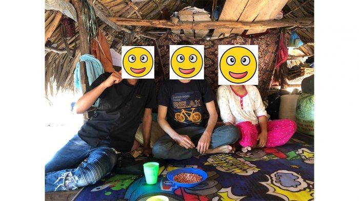 Kedua pasang kekasih beda negara AS (kanan), pengungsi asal Afghanistan yang menempati shelter di Kupang dengan EWR, perempuan asal Kabupaten Sabu Raijua Provinsi NTT, Indonesia, saat di Sabu Rajua.