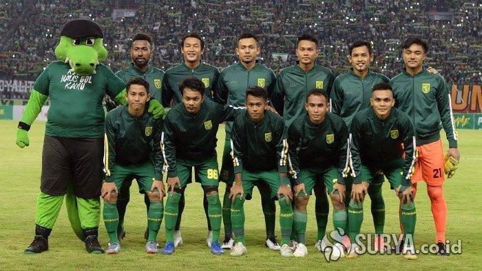 Tim Persebaya Surabaya saat akan berlaga melawan Persis Solo di Stadion Gelora Bung Tomo.