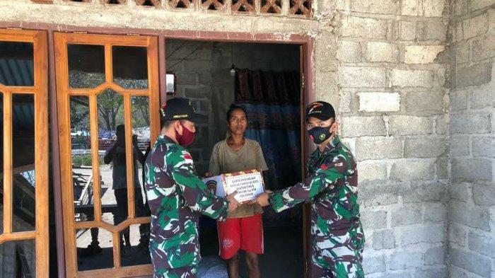 TNI Beri Sembako Buat Warga Perbatasan