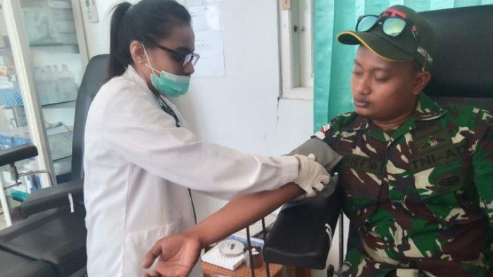 Personel Satgas Yonif 132/BS Sumbang Darah untuk Pasien di RSUPP Betun