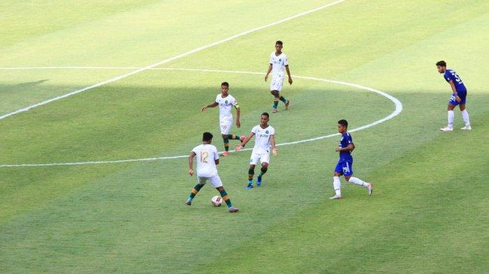 Pertandingan pekan kedua Piala Menpora 2021 dari grup A antara Persikabo vs PSIS Semarang di Stadion Manahan, Solo, Kamis (25/3/2021) sore.