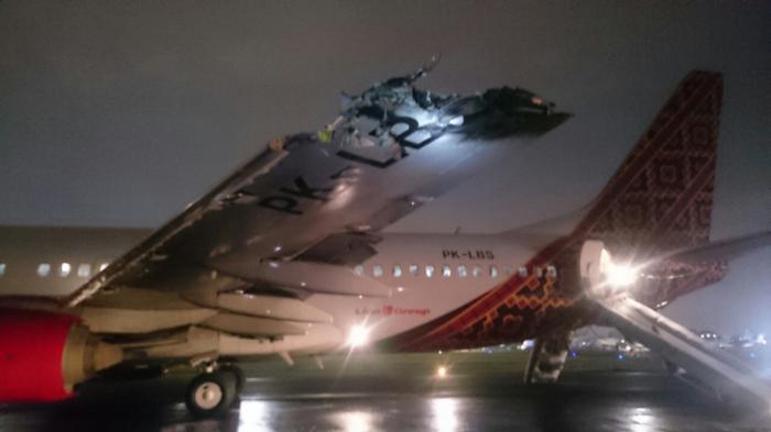 Seorang Penumpang Batik Air Pingsan Lihat Api Membakar Sayap Pesawat ...