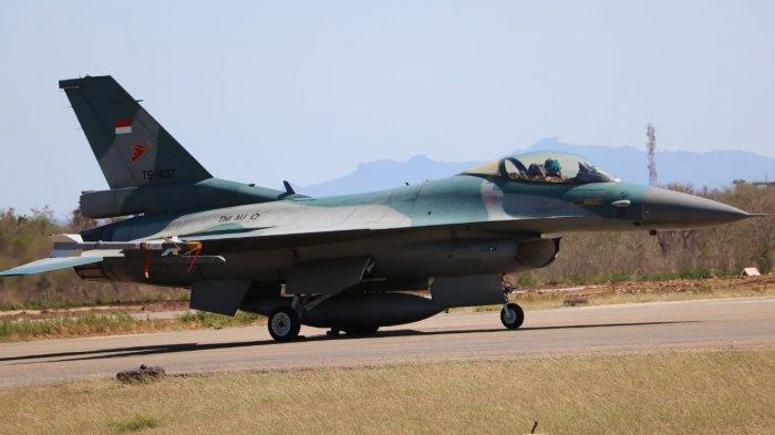 Pesawat Tempur F16 saat dalam Operasi Lintas Panah 2020 di Lanud El Tari Kupang pada Selasa (15/9/2020) pagi.