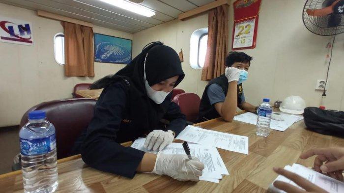 Bea Cukai Kupang Clearance Out Kapal Curah BBM yang Hendak Keluar dari Wilayah Indonesia