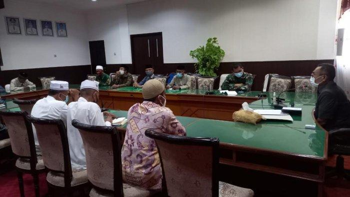 Minimalisir Penyebaran Covid-19 di Kabupaten Ende, Umat Muslim Sholat Idul Fitri di Masjid