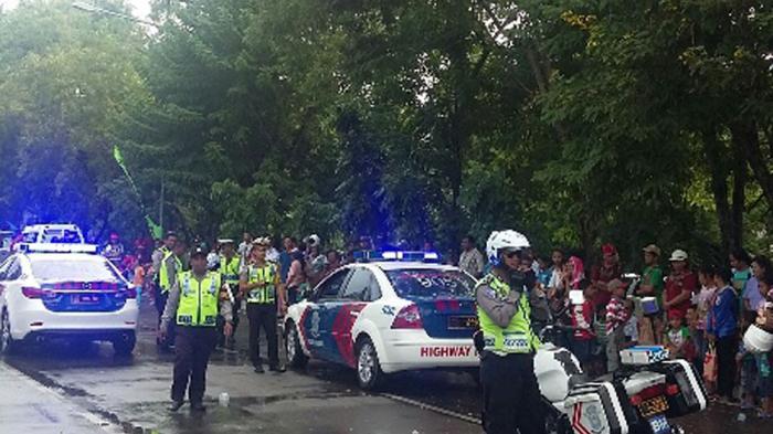 Anggota Polisi Kawal Pawai Paskah Kota Kupang