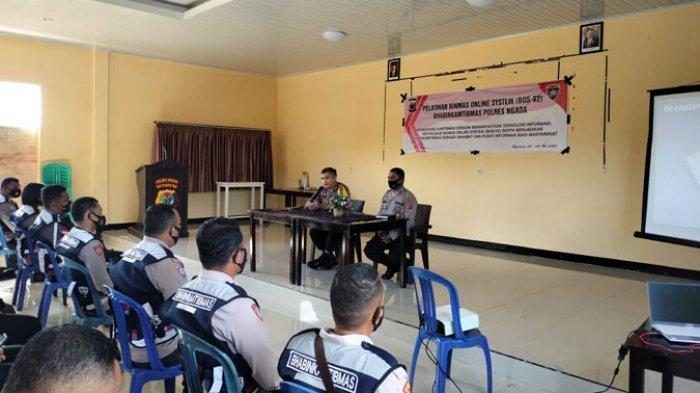 Kapolres Ngada, AKBP. Rio Cahyowidi membuka kegiatan pelatihan Binmas Online Versi 2 bagi para Bhabinkamtibmas di Aula Polres Ngada, Senin (3/5/2021).