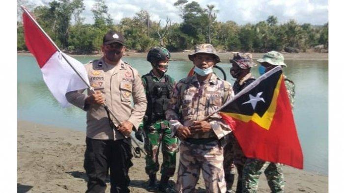 Polri dan TNI di Perbatasan RI-RDTL Cek Patok Batas Negara yang Hilang