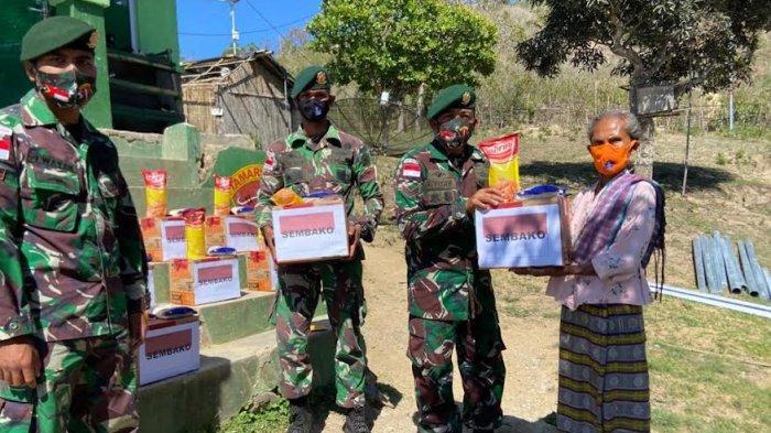 Satgas Pamtas RI-RDTL Sektor Barat Yonarmed 6/3 Kostrad Salurkan Paket Sembako kepada Masyarakat