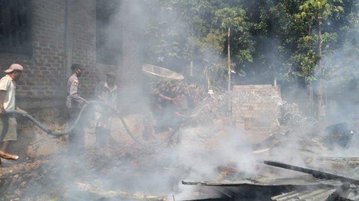 Satu unit Bangunan Rumah di TTU Ludes Dilalap