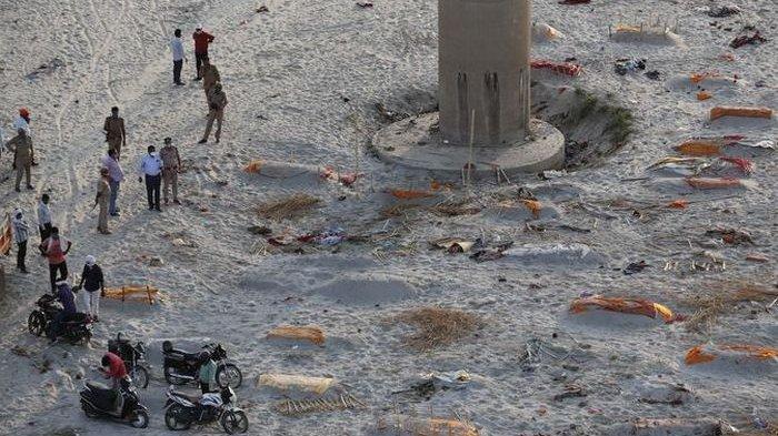 Tsunami Covid-19 India Terus Mengganas,Usai Heboh Mayat di Sungai Gangga,kini Mayat di PasirDangkal