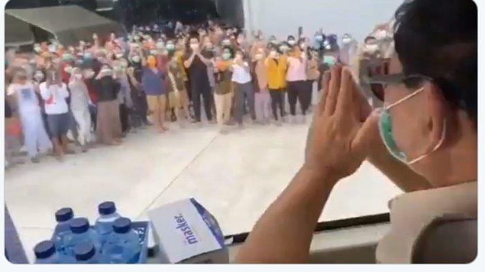 BERITA POPULER - Mata Sendu Prabowo Saat Kunjungi 238 WNI di Natuna, Fadli Zon Tantang Jokowi