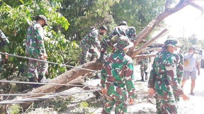 Prajurit Brigif 21/Komodo Berjibaku Bantu Korban Bencana Alam di Kabupaten Kupang