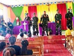 Prajurit Yonarmed 6/3 Kostrad Sambangi Tokoh Gereja