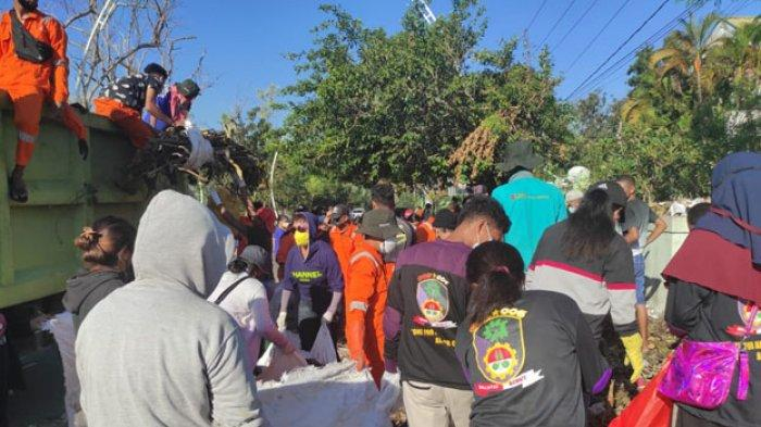 Kwartir Daerah (Kwarda) Pramuka NTT melakukan kegiatan pembersihan sampah di sejumlah titik di Kota Kupang, Rabu 14 April 2021.