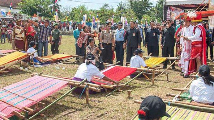 Menteri Pariwisata Sebut Tenun Ikat NTT Terbaik di Indonesia