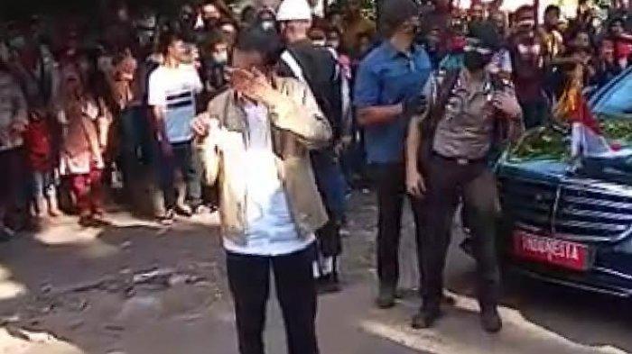 Tangis Haru Presiden Jokowi Lihat Kondisi Korban Bencana di Adonara Flores Timur