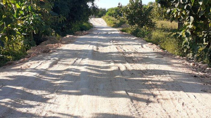 Prihatin Jalan Pogo - Pantai Oro di SBD