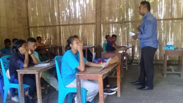 Dosen STKIP Citra Bakti Ngada Lakukan Sosialisasi di SMK St.Yosep Mbay