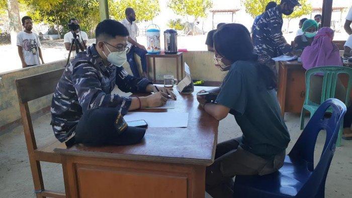Lanal Maumere Gelar Serbuan Vaksinasi Bagi Masyarakat Maritim
