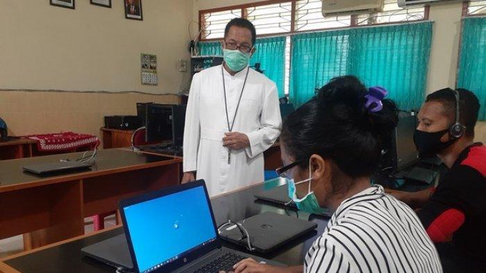 Di Kabupaten Sikka, Kepala SMPK Frater Maumere : Siswa Kami KBM Online dan Tidak Ada Kendala