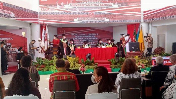 Jadi Lulusan Terbaik, Dua Mahasiswa Mengaku Bangga Berkuliah di UCB Kupang
